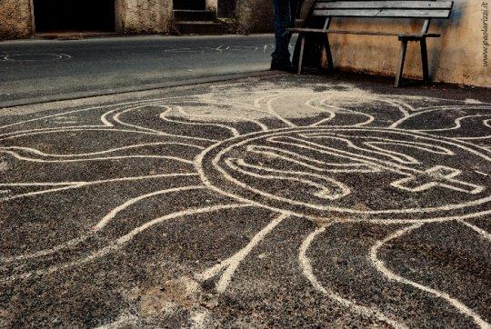 Strada di Sutri (Viterbo) con decorazioni per la festa della Madonna